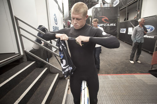 After wearing a bright yellow wetsuit the entire event, Mick Fanning took to the all black suit for the final. Dark Knight, right before the clash. PHOTO: Sherman